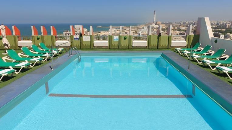 Гранд Бич Тель Авив - бассейн